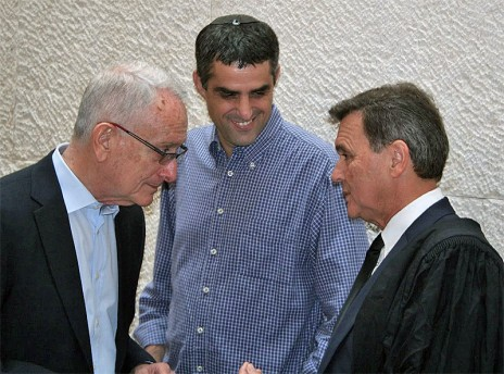 """עו""""ד זאב ליאונד (מימין), ברוך קרא ועמוס שוקן, בית המשפט העליון, 1.10.14 (צילום: אורן פרסיקו)"""