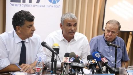 משה כחלון נושא דברים בכנס שבו הודיע כי ירוץ בבחירות במסגרת מפלגה חדשה. תל-אביב, 20.10.14 (צילום: פלאש 90)
