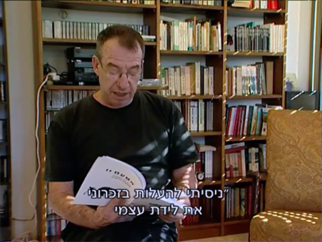 """יצחק (איציק) לאור, בצילום מסך מתחקיר """"המקור"""" על התלונות נגד הסופר, המרצה והמשורר בגין התקפות מיניות נגד נשים"""