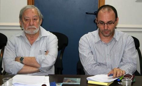 יובל יועז וחיליק לימור בישיבת מועצת העיתונות, 3.11.14 (צילום: אורן פרסיקו)