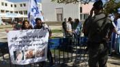 הפגנת ימין מול הפגנת ערבים-ישראלים, בעקבות הריגתו של ערבי בידי שוטרים בכפר כנא, אוניברסיטת תל-אביב, 9.11.14 (צילום: פלאש 90)