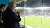 """ראש ממשלת ישראל בנימין נתניהו צופה בנבחרת ישראל בכדורגל באצטדיון בחיפה, 16.11.14 (צילום: עמוס בן-גרשום, לע""""מ)"""