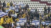 """אוהדי בית""""ר באצטדיון דוחא בסכנין, במשחק בית""""ר ירושלים מול בני-סכנין, 23.11.14 (צילום: פלאש 90)"""