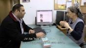 """שולמית מלמד, מנהלת """"ערוץ 7"""", עם עורך האתר עוזי ברוך. מתוך הסרט """"מקום משלהן"""" בבימויו של נעם דמסקי (צילום מסך)"""