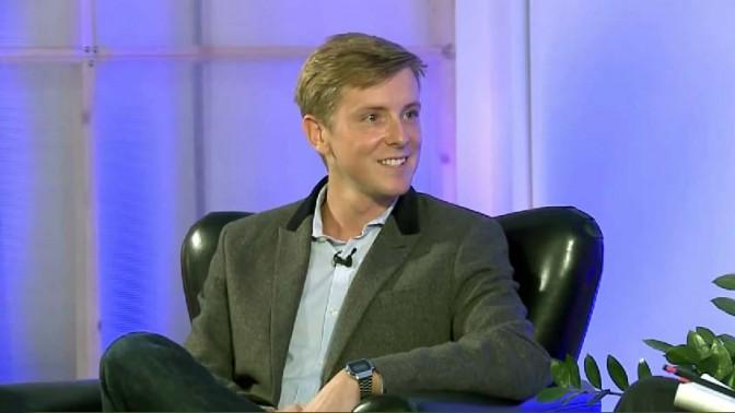 """כריס יוז, הבעלים של ה""""ניו ריפבליק"""" (צילום מסך: פנדו)"""
