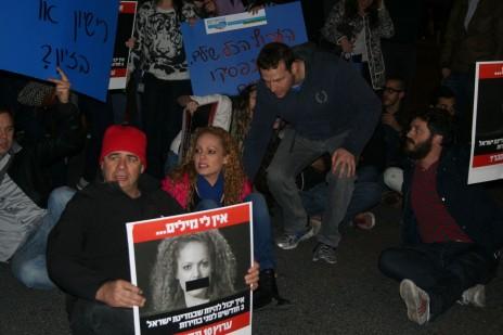 הפגנה למען ערוץ 10, 30.12.14. אורלי וילנאי וגיא מרוז (צילום: אורן פרסיקו)