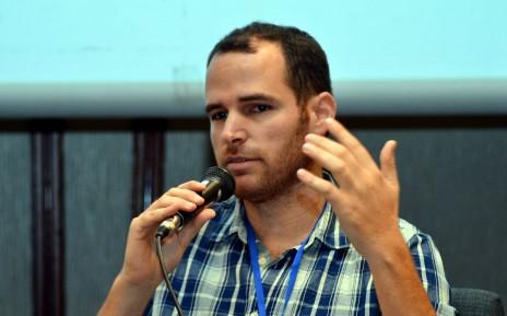 """יוסי פינק, עורך """"ביזפורטל"""", בפאנל PwC Israel, תל-אביב, 2.12.14 (צילום: יוסי זליגר)"""