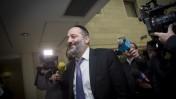 """אריה דרעי מגיע למשרדי מפלגת ש""""ס בירושלים, לאחר שהודיע שהוא חוזר בו מהתפטרותו לפני כשבועיים, 12.1.15 (צילום: מרים אלסטר)"""