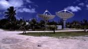 צלחות לוויין במג'ורו, אחד מאיי מרשל (צילום: סטפן לינס, רישיון CC-BY-2.0)