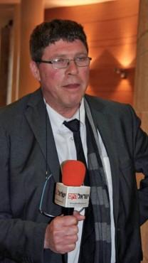 """עו""""ד שחר בן-מאיר בדיון בוועדת הבחירות המרכזית, 23.2.15 (צילום: אורן פרסיקו)"""