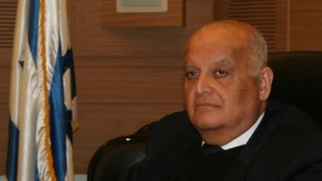 """השופט סלים ג'ובראן במהלך הדיון על העתירה נגד """"ישראל היום"""", 23.2.15 (צילום: אורן פרסיקו)"""