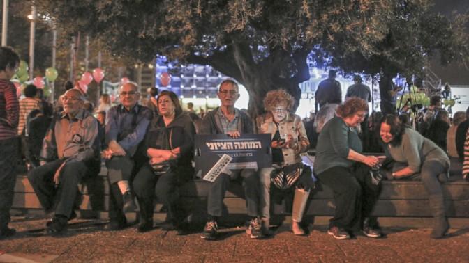 ישראלים משתתפים בהפגנה נגד הממשלה, 7.3.15 (צילום: הדס פרוש)