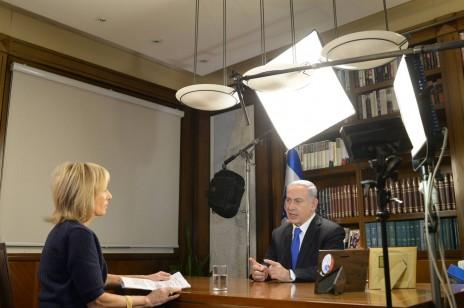 """ראש הממשלה בנימין נתניהו מתראיין לרשת הטלוויזיה האמריקאית NBC לאחר הבחירות לכנסת ה-20. ירושלים, 19.3.15 (צילום: עמוס בן-גרשום, לע""""מ)"""