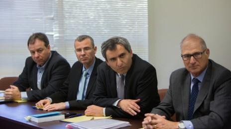"""צוות הליכוד למו""""מ הקואליציוני, 26.3.15. משמאל: יואב הורוביץ (צילום: יונתן זינדל)"""