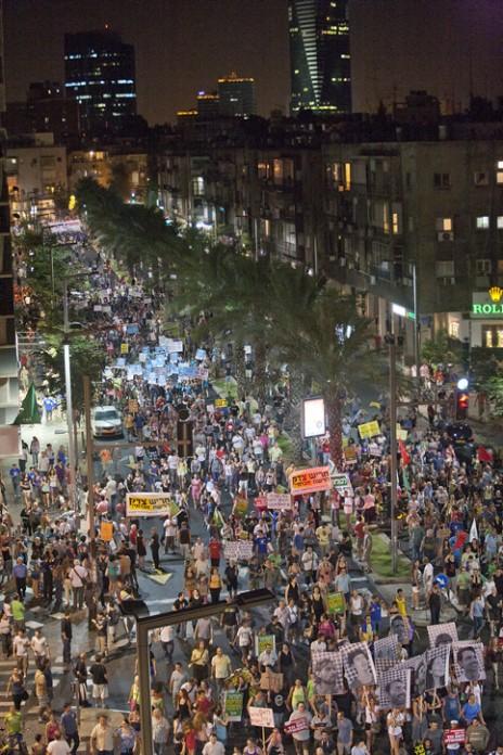 המחאה החברתית: מאות אלפי אנשים צועדים לכיכר המדינה בתל-אביב, 3.9.15 (צילום: דימה וזינוביץ)