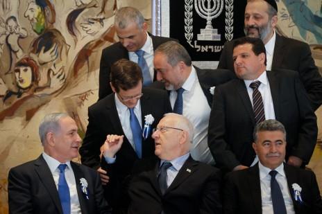 בנימין נתניהו, יצחק הרצוג, משה כחלון ואחרים עם הנשיא, ראובן ריבלין, באירוע הפתיחה של הכנסת ה-20. 31.3.15 (צילום: מרים אלסטר)