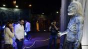 """חבר הכנסת אורן חזן מבקר בתערוכת """"משחקי הכס"""" בתל-אביב. 5.4.15 (צילום: תומר נויברג)"""