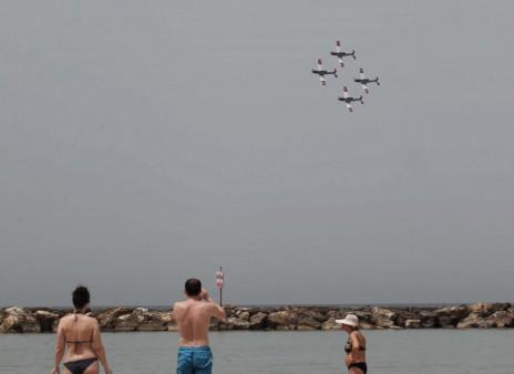 טייסים צבאיים מתאמנים למטס יום העצמאות. תל-אביב, 20.4.15 (צילום: פלאש 90)