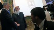 """ראש הממשלה בנימין נתניהו ויו""""ר יהדות התורה יעקב ליצמן במושב הפתיחה של הכנסת ה-20, 31.3.15 (צילום: נתי שוחט)"""