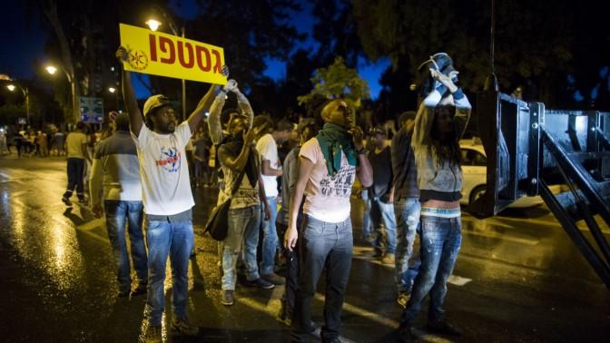 בשולי הפגנת בני העדה האתיופית בירושלים, 30.4.15 (צילום: יונתן זינדל)
