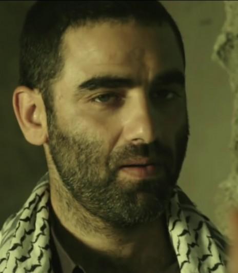 """הישאם סלימאן בתפקיד המחבל אבו-אחמד (צילום מסך מתוך הסדרה """"פאודה"""")"""