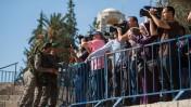 """המתחם המגודר שהוקצה לנציגי התקשורת מחוץ לשער שכם (צילום: """"העין השביעית"""")"""