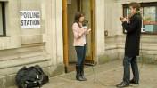 עיתונאים מדווחים מקלפי בווסטמינסטר, לונדון, במהלך הבחירות הכלליות בבריטניה, 7.5.15