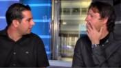 """שי שטרן משוחח עם מני נפתלי, בצילום מסך מתוך הסרטון הגנוז (מתוך עמוד הפייסבוק של """"דה-מרקר"""")"""