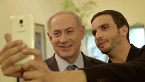 ראש הממשלה בנימין נתניהו (משמאל) במעון הממלכתי בירושלים (צילום מסך)