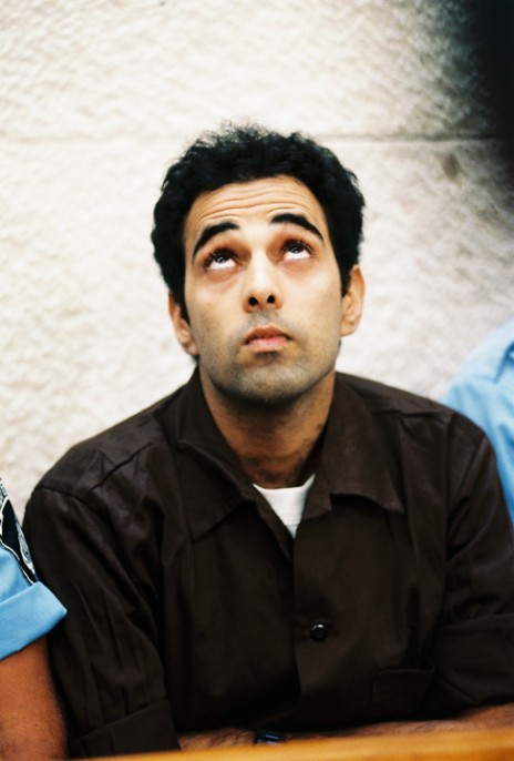 יגאל עמיר, רוצח ראש הממשלה יצחק רבין, בבית-המשפט העליון, 7.3.05 (צילום: פלאש 90)