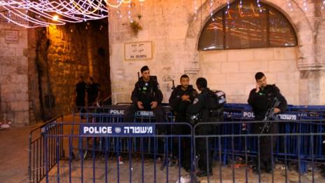 """שוטרי מג""""ב ברובע המוסלמי של העיר העתיקה בירושלים, בעת חגיגות הרמדאן, יולי 2014 (צילום: ניק סאפן)"""