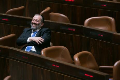 שר הכלכלה אריה דרעי במליאת הכנסת, בחודש שעבר (צילום: מרים אלסטר)