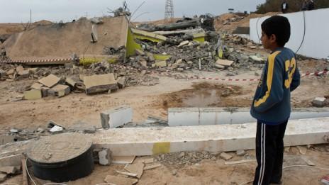 מבנה שנהרס בכפר בדואי בלתי מוכר, 2010 (צילום: חורחה נובומינסקי)