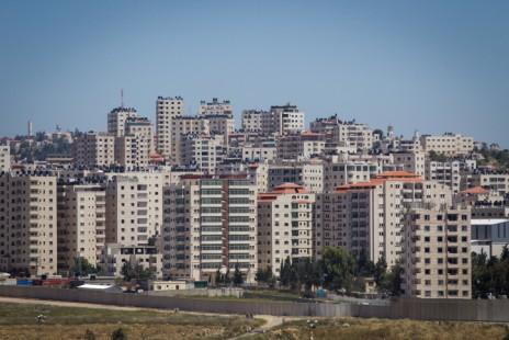 כפר עקב, מאחורי חומת ההפרדה בירושלים, מאי 2015 (צילום: מרים אלסטר)