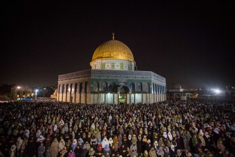 נשים מוסלמיות בתפילת רמדאן בהר הבית, השבוע (צילום: מואת אל-חטיב)