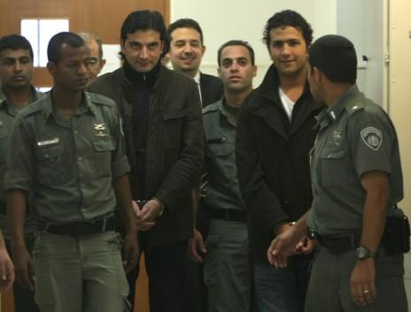 חאדר שאהין ומוחמד סרחאן בבית-המשפט המחוזי בירושלים, 13.1.09 (צילום: קובי גדעון)