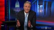 """ג'ון סטיוארט מודיע כי הוא פורש מהגשת ה""""דיילי שואו"""", 10.2.15 (צילום מסך)"""