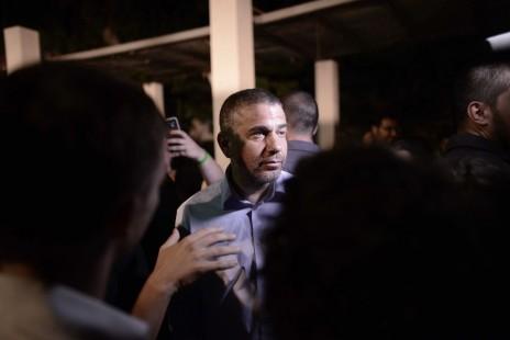 """ח""""כ ינון מגל בעצרת מחאה נגד הדקירה במצעד הגאווה. תל-אביב, 1.8.15 (צילום: תומר נויברג)"""