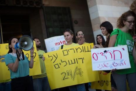 הפגנה נגד החלטת עיריית ירושלים לסגור מרכולים בשבת, 27.8.15 (צילום: יונתן זינדל)