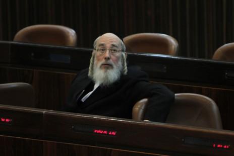 """ח""""כ ישראל אייכלר במליאת הכנסת, 27.4.11 (צילום: מרים אלסטר)"""