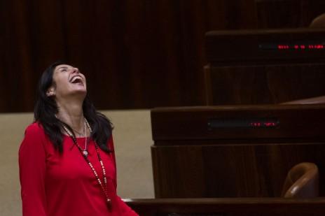 השרה מירי רגב במליאת הכנסת, 17.6.15 (צילום: מרים אלסטר)