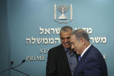 השר משה כחלון עם ראש הממשלה בנימין נתניהו. ירושלים, 3.9.15 (צילום: הדס פרוש)