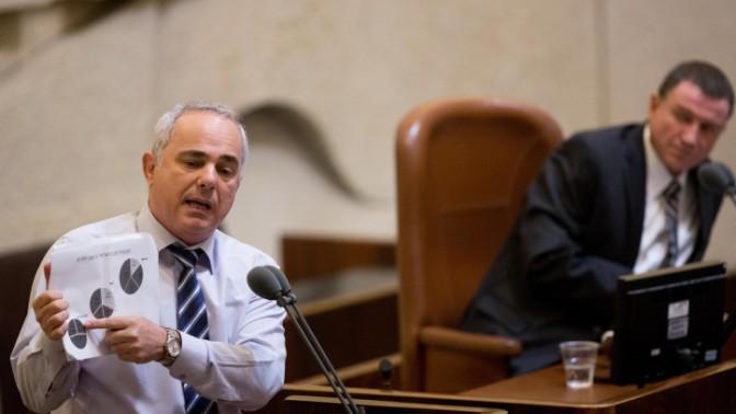 שר האנרגיה יובל שטייניץ בדיון במליאת הכנסת לקראת הצבעה על מתווה הגז, 7.9.15 (צילום: יונתן זינדל)