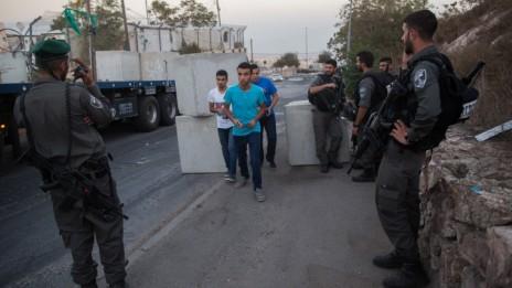 מחסום על גבול ג'בל-מוכאבר בירושלים, 14.10.15 (צילום: יונתן זינדל)