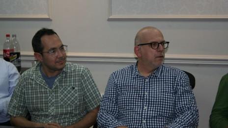 ירון דקל ונדב רביד, מועצת העיתונות, 9.11.15 (צילום: אורן פרסיקו)