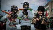 ילדים בעיר עזה, בכנס לציון יום השנה להקמת חמאס, 14.12.15 (צילום: עמאד נסאר)
