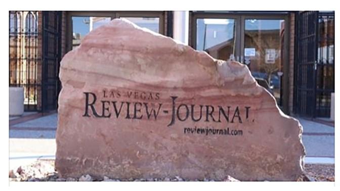 """הכניסה למערכת ה""""לאס וגאס ריביו ג'ורנל"""", (צילום מסך מדף הפייסבוק של העיתון. צילום מקורי: Bizuayehu Tesfaye/Las Vegas Review-Journal)"""