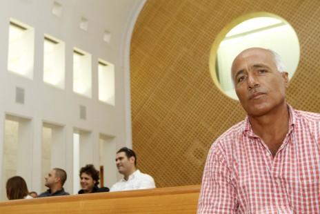 מרדכי ואנונו בבית-המשפט העליון, 11.10.2010 (צילום: מרים אלסטר)