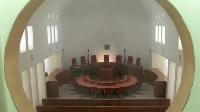 אולם בבית-המשפט העליון, מבט מבעד לצוהר (צילום: פלאש 90)