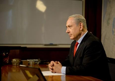 """ראש הממשלה בנימין נתניהו מעניק ראיון לרשת NBC בלשכתו בירושלים, 20.10.2013 (צילום: לע""""מ)"""